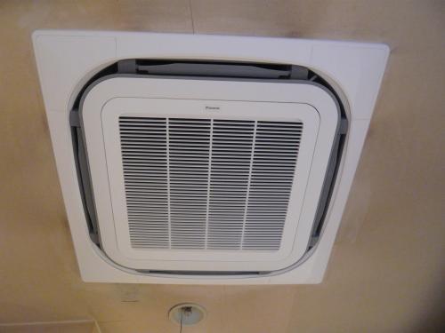 今日は店舗用エアコン