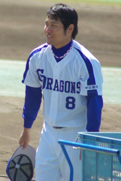 20080322_サーパスの選手に帽子を取って挨拶する平田良介