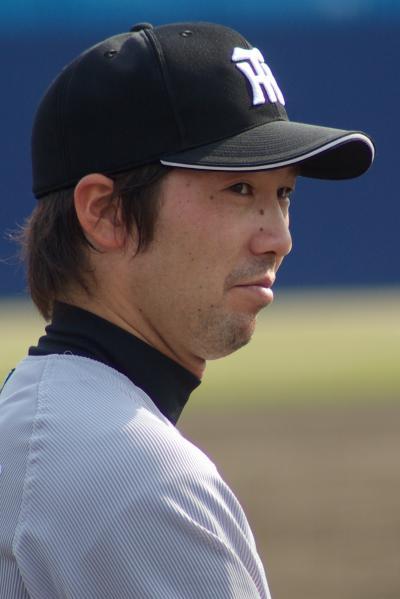 20080405_試合後の投手陣の反省会で笑みを見せるなど余裕の橋本健太郎