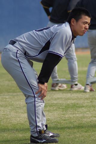20080405_試合後に行われたダッシュの練習でお疲れの小宮山慎二