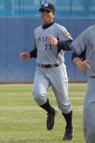 20080405_試合後の練習で選手と一緒にダッシュをする町田公二郎コーチ