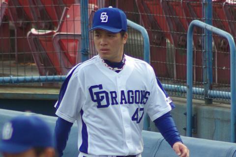 20080405_試合後のクールダウンを終えてベンチへ戻ってくる菊地正法