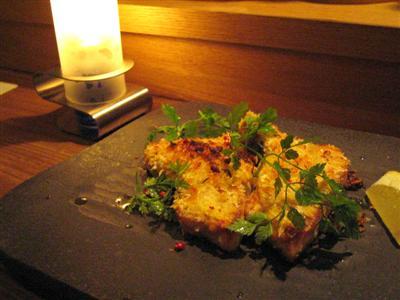 宮城県産カジキマグロの香草パン粉とマスタードの窯焼き
