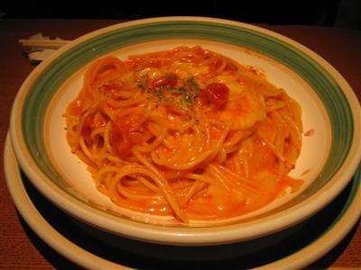 トマトとチーズのパスタ