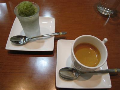 サービスデザートとコーヒー