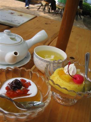 マンゴープリンと茶のプリン
