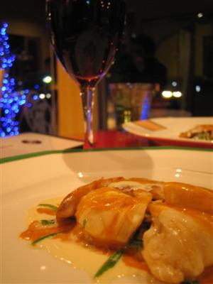 鮮魚と伊勢海老2色のクリームソースと赤ワイン
