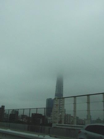 8.22雲に隠れるスカイツリー