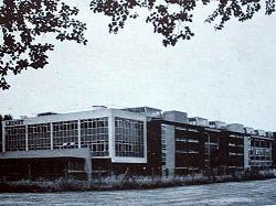 実際のレズニー社工場(当時は従業員が5500人くらいいたらしい[18])