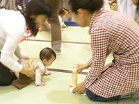08'赤ちゃんハイハイ競争♪