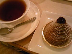 「ケーキと飲み物」ストロベリーフィールズアクト5(福岡市)