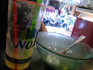 「芒果牛奶冰と芒果牛奶冰沙」淡水冰館(台湾)