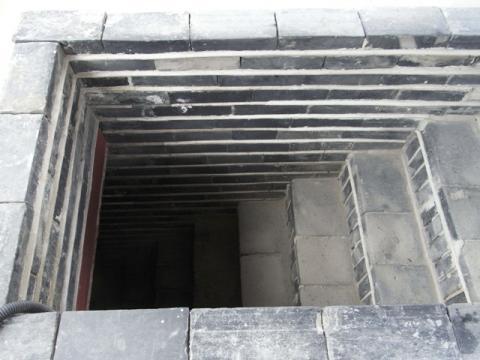 東北空心墩(トトンブッコンシムドン)屋上より 登ってきた階段