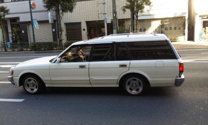 TOYOTA CROWN WAGON_20110131