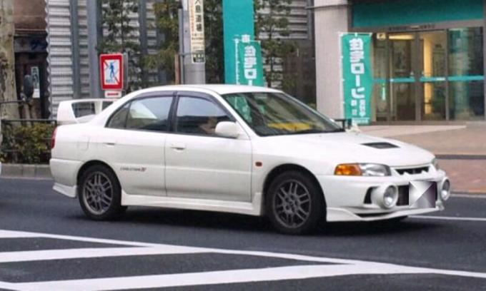 MITSUBISHI LANCER_20110210