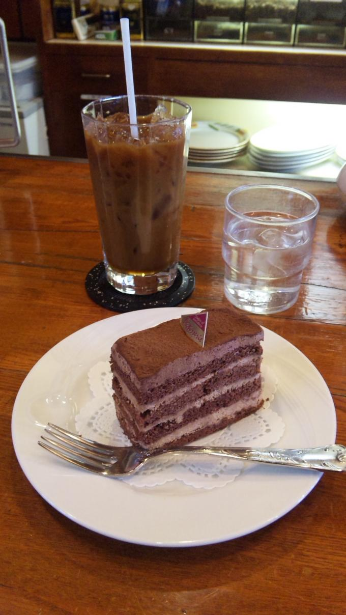 CHOCOLATE CAKE_20110329