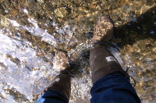 川を歩いてゴミの場所へ_convert_20110419231238