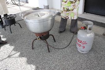 大鍋と大型コンロ
