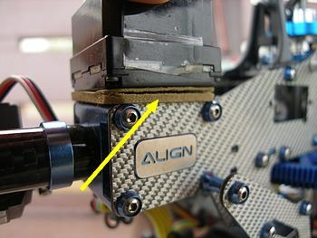 ジャイロセンサー固定用両面テープが剥がれ掛かっていました。