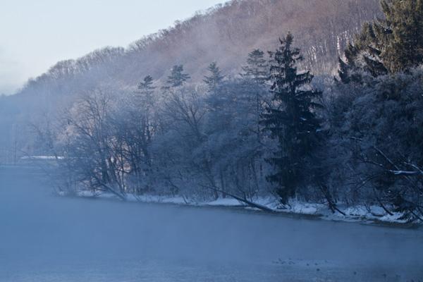 気荒らしと霧氷の網走川