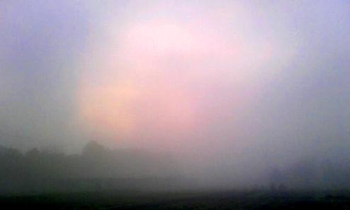 深い霧の朝。