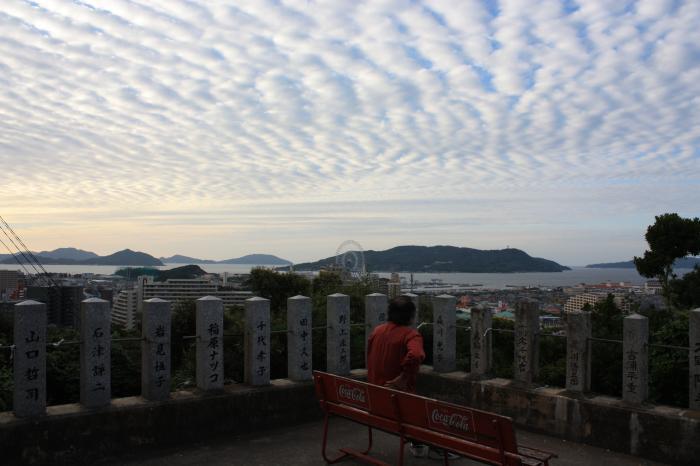 愛宕神社とひつじ雲