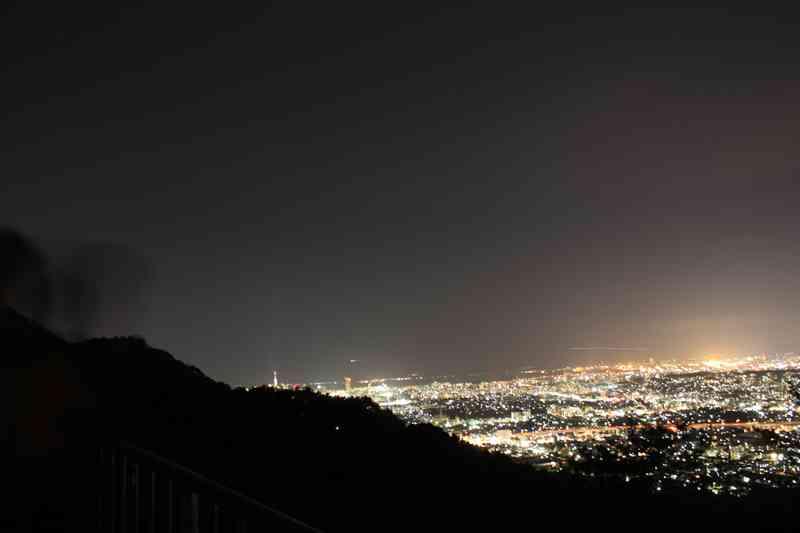 油山の展望台から見る福岡市の夜景