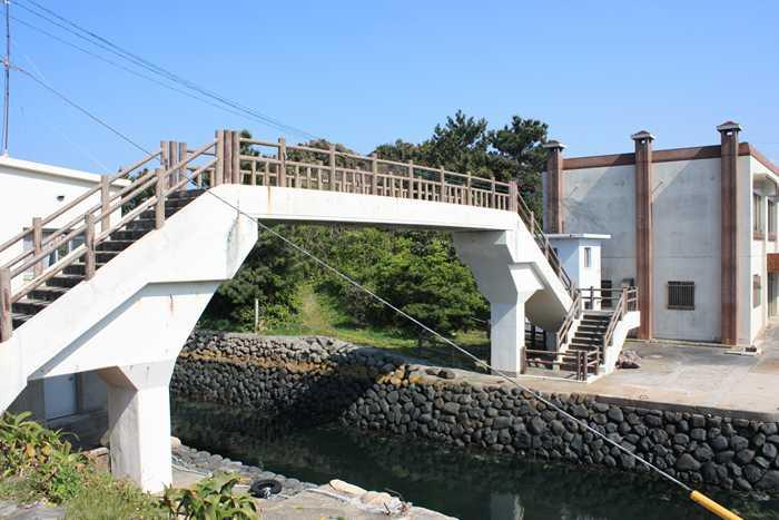 芥屋漁港の防波堤