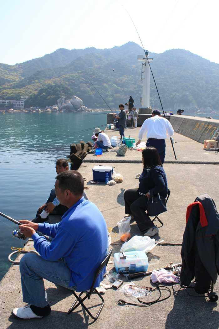 芥屋漁港の釣り人