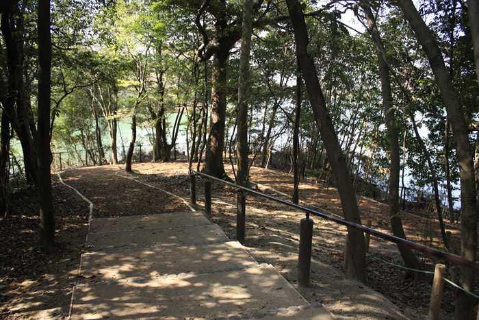 西南杜の湖畔公園
