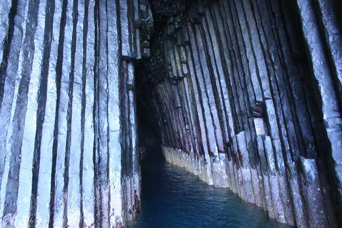 芥屋の大門(けやのおおと)の洞窟内部