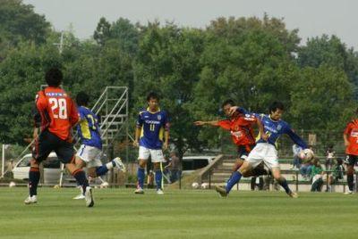 13 Oct 08 - Shin Kanazawa in a midfield scrap