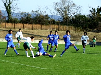01 Dec 06 - TDK on the defensive against FC Gifu