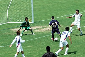 02 Jul 06 - Eiji Natsuda rattles in one of his four against Sanwa