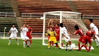 02 Jul 06 - FC Kanazu battle it out with Valiente Toyama
