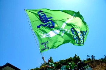 02 Jun 07 - Flag-waving at Gainare Tottori
