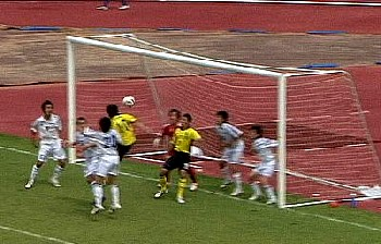 02 Jun 07 - New Wave come close to scoring against Kumamoto Teachers