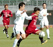 06 Dec 05 - Ryukyu's Tomo Nitta takes on the JEF United Amateurs defence