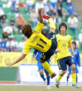 03 Jun 06 - Acrobatics from New Wave's Daisuke Miyakawa against Osumi NIFS