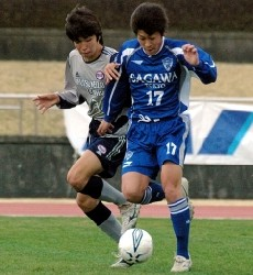 04 Apr 06 - Kento Hori (blue) leads Sagawa Kyubin Tokyo to the top of the JFL