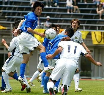 04 Jun 06 - Nanakuma Tombies in blue up against it v New Wave Kitakyushu