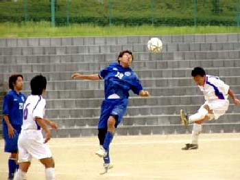 04 Jun 06 - The relegation battle between Ventana (blue) and Sanwa