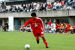 04 Jun 06 - Midfielder Yoshikatsu Yamazaki in possession for Zweigen against NUM