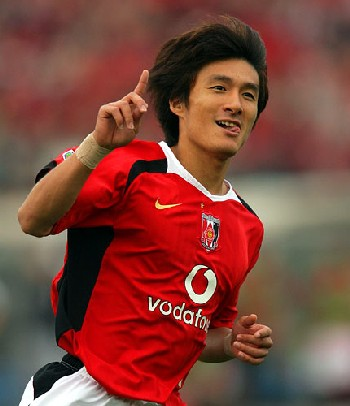 04 Nov 06 - Urawa's Tatsuya Tanaka celebrates a goal against Shizuoka FC