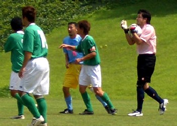 06 Aug 06 - Kentaro Hisa calms things down for Furukawa against the greens of Kanai