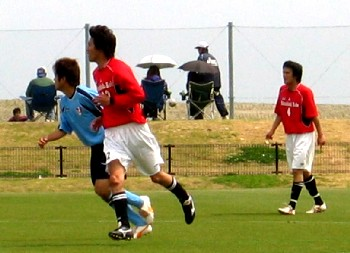 06 May 06 - The crowd go wild, as Mitsubishi Kobe take on Kobe FC Senior C