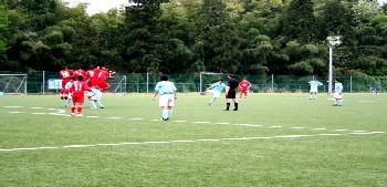 07 May 06 - Zweigen Kanazawa defend a Niigata University of Management free kick