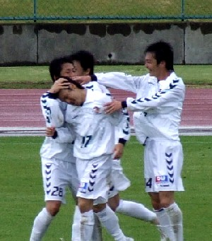 07 May 06 - Noriaki Sanenobu is congratulated after netting the winner for Tottori against JEF Club