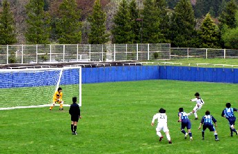 07 May 06 - A spot kick for Wiese Shiogama against FC Primeiro