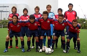 08 Jul 06 - 2006 Kansai League champions Banditonce Kobe before their game with Ain Food